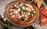 Пицца с копченым лососем и фетой