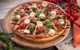 Пицца с копченым лососем и сыром Филадельфия